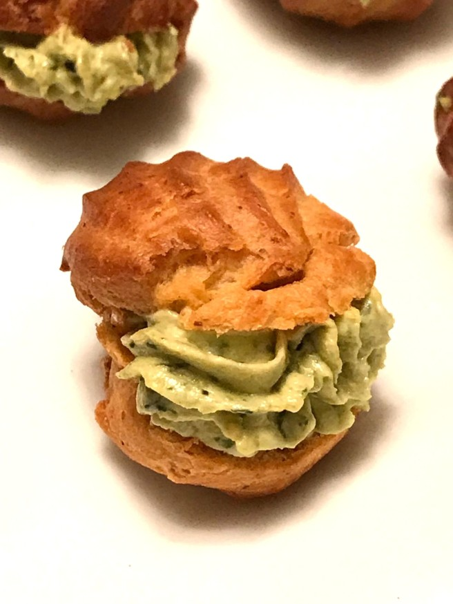 PROFITEROLES QUESO CREMA AL PESTO 1